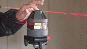 Laservermessung-der-Höhen-am-Objekt-300x169